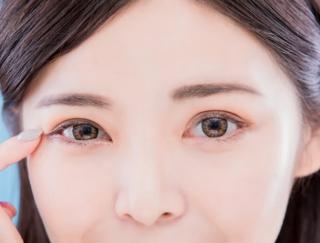 メイクいらずで目ぱっちり♡ 魅力的なデカ目を作る「顔ヨガ」3選