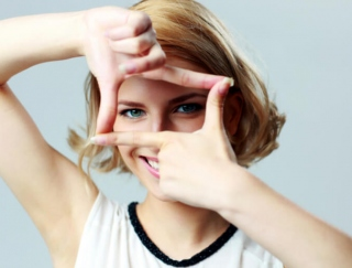 目のトレーニングを収録した視力回復アプリ「視力ケア Yoga eyes」