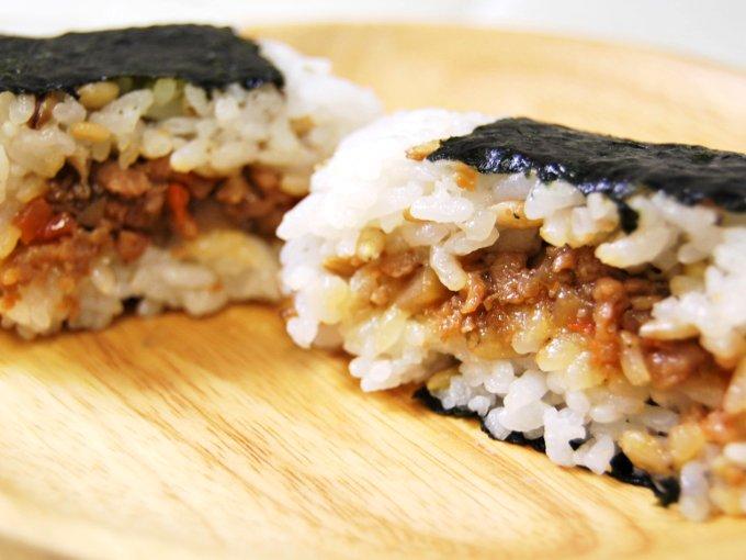 「スーパー大麦 鶏そぼろ(鶏と根菜炒め)」の断面画像