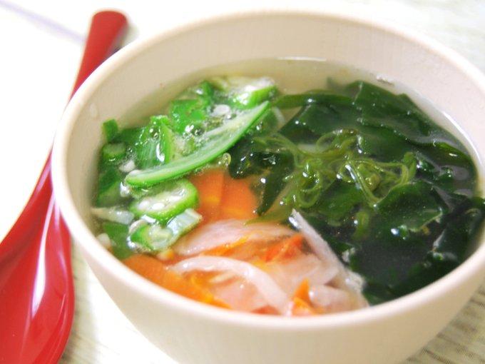 お皿に移した「ネバネバ生姜スープ」のアップ画像
