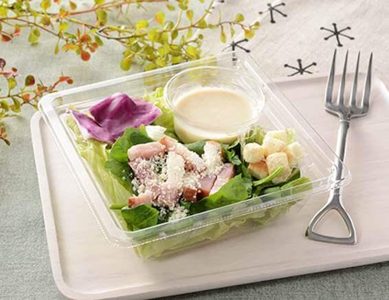 公式サイトに掲載されている「ほうれん草とベーコンのシーザーサラダ」の画像