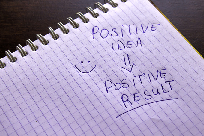ノートに書いた文字「POSITIVE IDEA→POSITIVE RESURT」