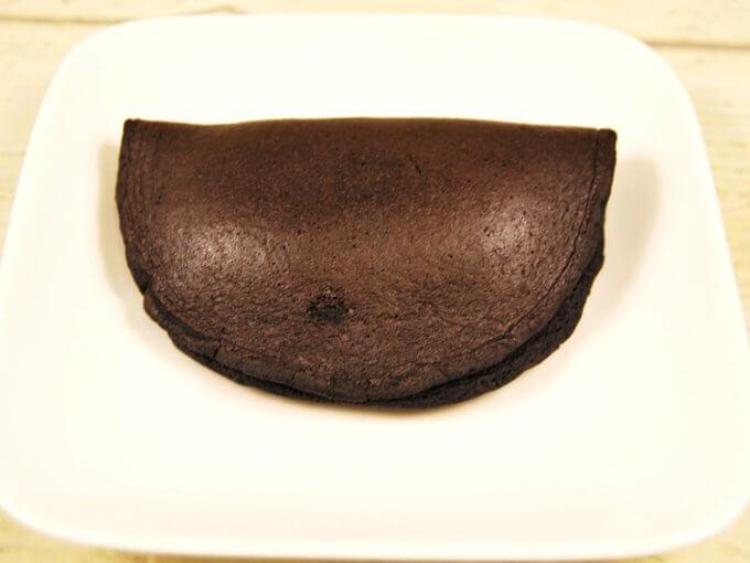 お皿に乗せた「うす~い和もっち巻き(ちょこほいっぷ)」の画像