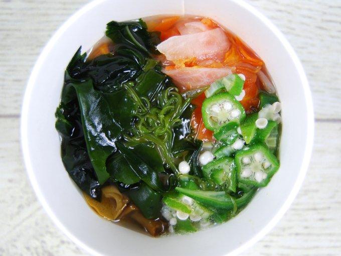 お皿に移した「ネバネバ生姜スープ」の画像