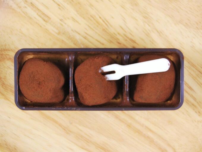 容器に入った「苺ちょこもち 3個入り」の画像