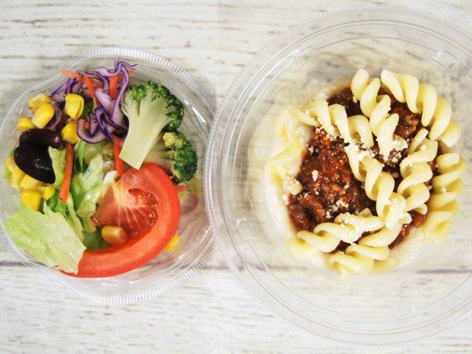 ふたを開けた「クリーミーポテトサラダ タコスミート」の画像