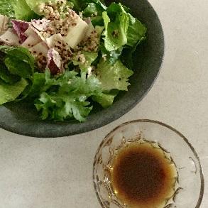 しょうゆ麹ドレッシングのサラダ