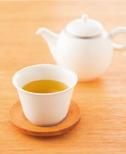 緑茶のポットとお茶