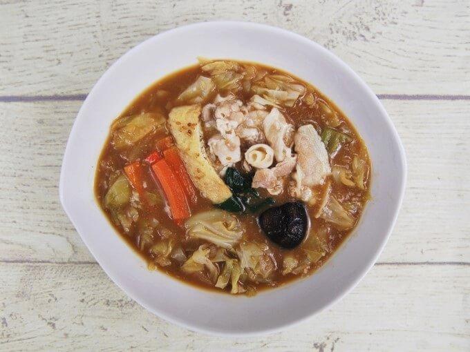 お皿に盛った「1/2日分の野菜! たっぷりお肉の味噌鍋」の画像