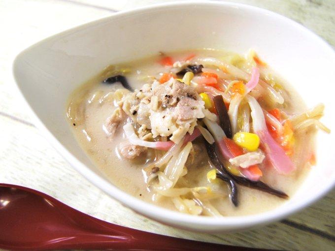 お皿に移した「1/2日分の野菜が摂れるちゃんぽん風スープ」の画像