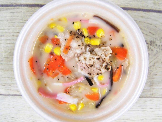 ふたを開けた「1/2日分の野菜が摂れるちゃんぽん風スープ」の画像