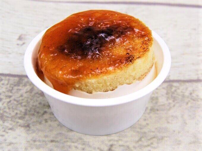 容器の蓋を外した「ブリュレチーズケーキ」の画像