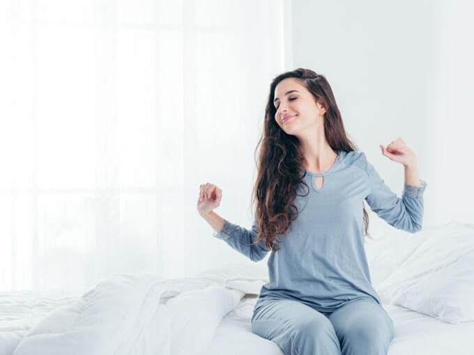 眠れない女性の画像