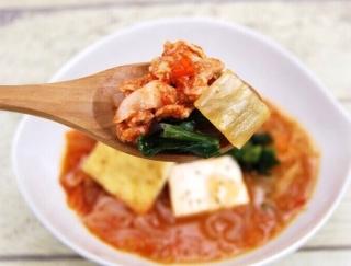 まさに本場の味!韓国産キムチをふんだんに使用した「豚キムチ鍋」が大好評♡