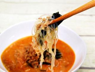 """""""うま辛スープ""""で冷えた体をポカポカに♪ゴマの風味が豊かなファミマの「担担風春雨スープ」"""
