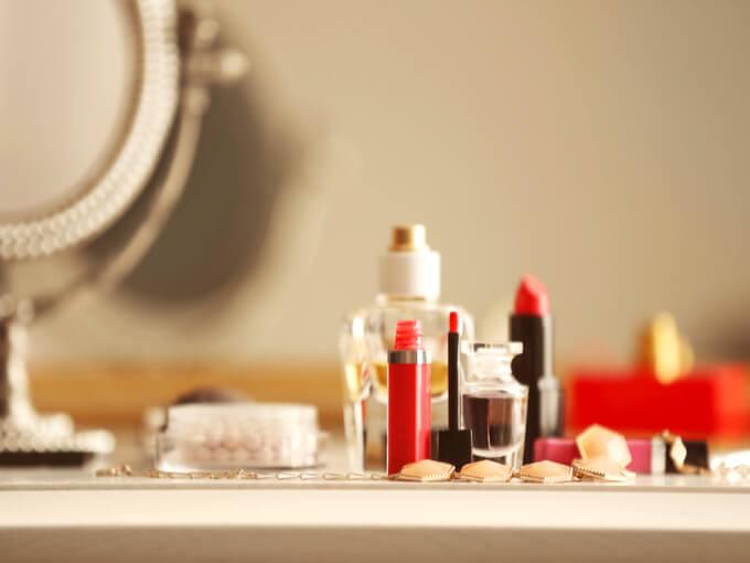 さまざまな化粧品の画像