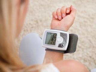 血圧を測ってる画像