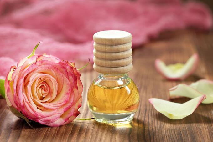 バラのオイルのイメージ画像