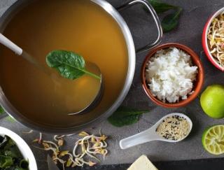 だしプロテインに肉まん茶漬け!? 煮ものやみそ汁以外にも使える「だし」のアレンジ活用術