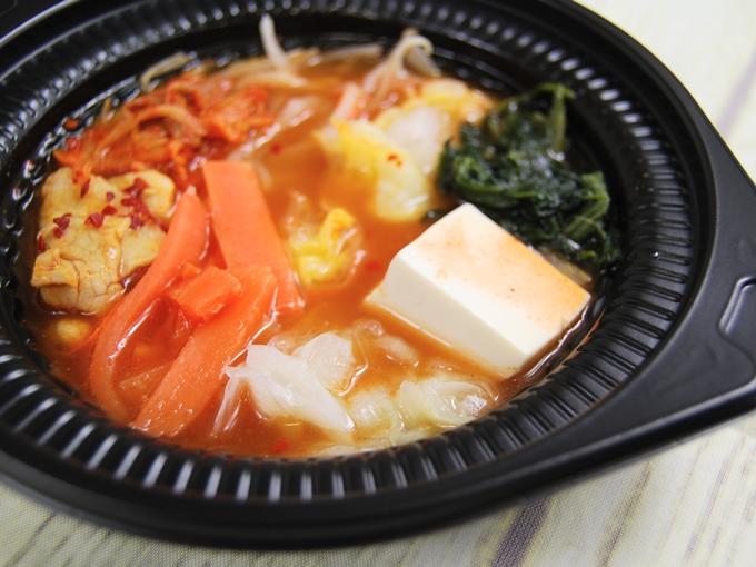 「鍋から〆まで楽シメる! 辛口豚チゲ鍋(+たまご雑炊)」のアップの画像