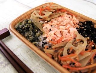 大麦のぷちぷち食感がクセになる!ファミマの「鮭と根菜のごはん(スーパー大麦入り)」