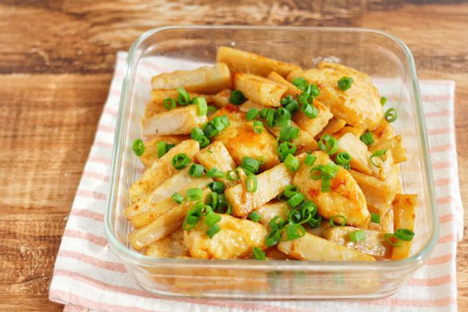 鶏むね肉とれんこんのオイマヨ炒めのできあがり