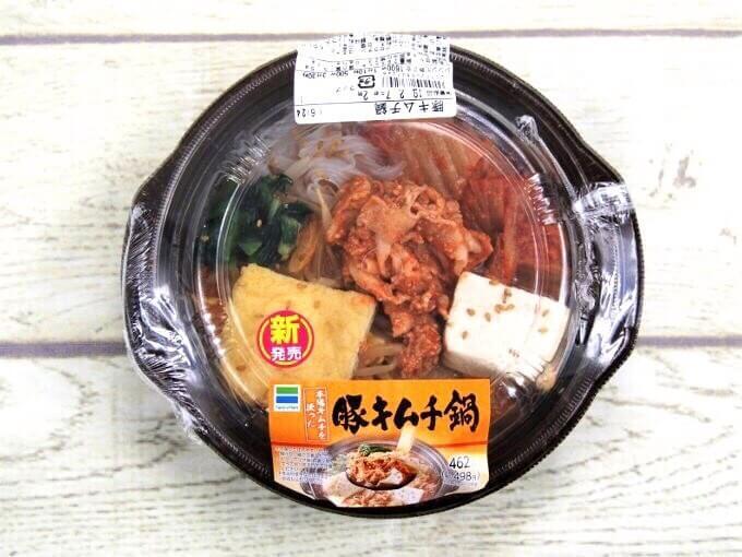 容器に入った「豚キムチ鍋」の画像