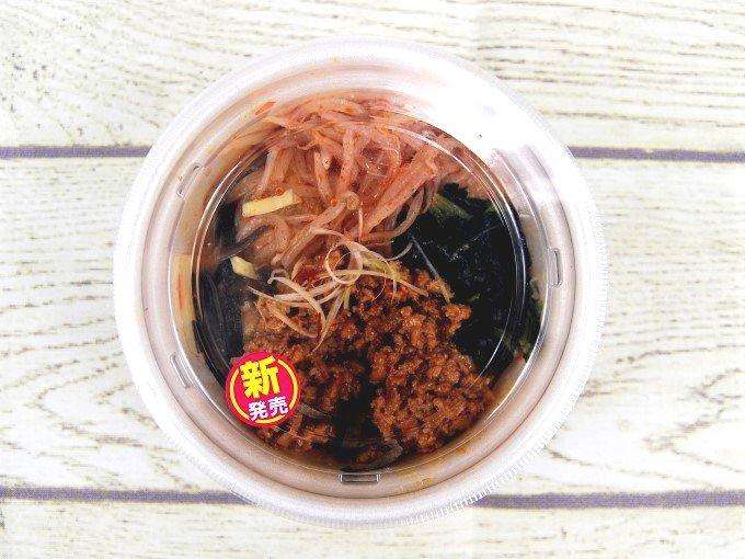 容器に入った「担担風春雨スープ」の画像