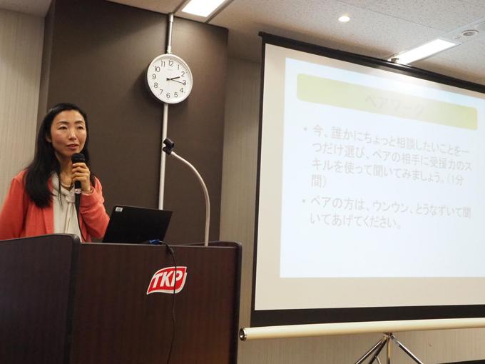 セミナーでお話する吉田先生と画面