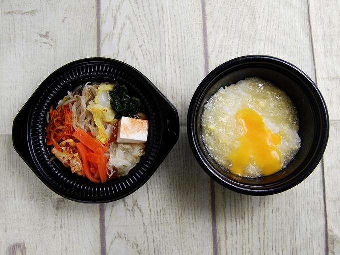 パッケージのふたを開けた「鍋から〆まで楽シメる! 辛口豚チゲ鍋(+たまご雑炊)」の画像