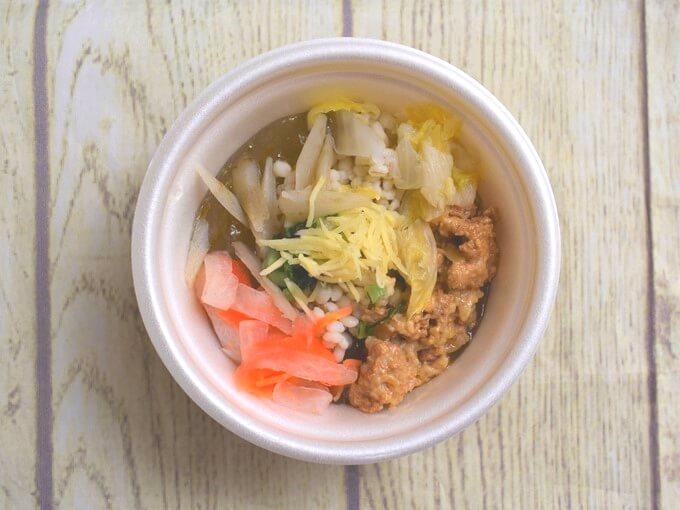 パッケージのふたを開けた「もち麦入り! 和風生姜スープ」の画像