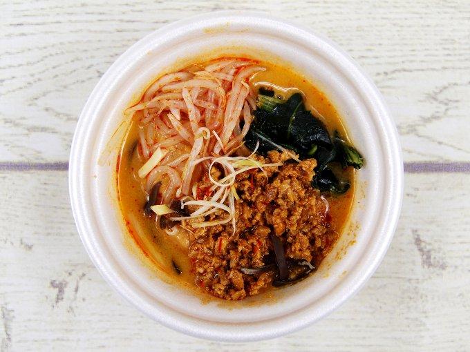 容器のふたを外した「担担風春雨スープ」の画像