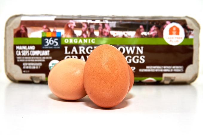 オーガニックの卵とケース