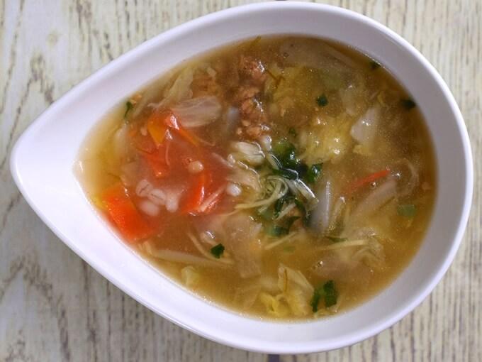 「もち麦入り! 和風生姜スープ」をお皿に移した画像