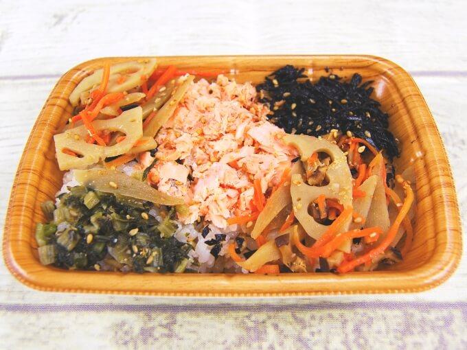 「鮭と根菜のごはん(スーパー大麦入り)」のアップの画像