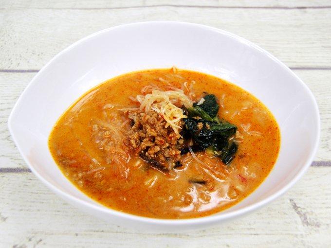 お皿に移した「担担風春雨スープ」の画像