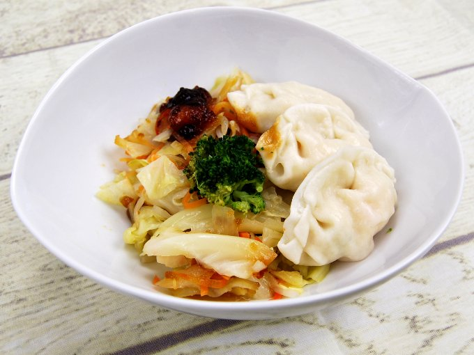 お皿に移した「野菜と食べる! 蒸しえび餃子(ゆずポン酢)」の画像
