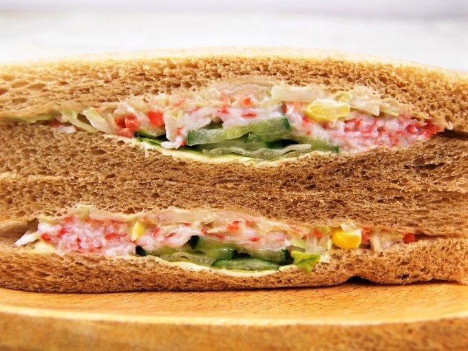 「全粒粉サンド シーフードサラダ」のアップ画像