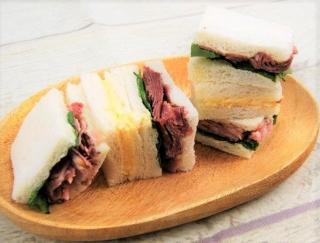 これがコンビニのサンドイッチ!? 豪華すぎるファミマの「パストラミ(ビーフ&ポーク)BOXサンド」