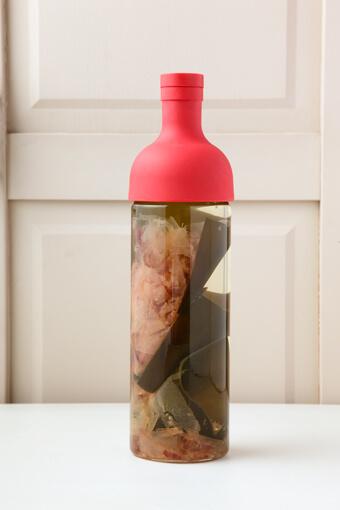 ボトルで作る「水出しだし」の画像