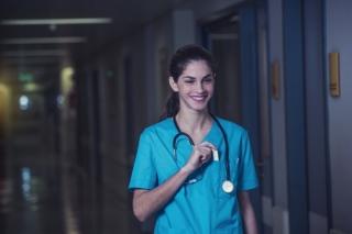 夜勤中の医師