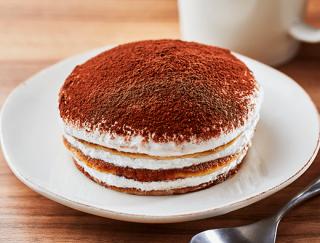 食べごたえ満点のほろ苦スイーツ!ローソンの「ティラミス仕立てのクリームパンケーキ」