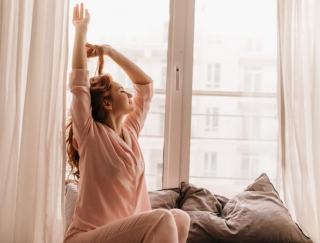 よく「笑う」人ほど、快眠美人になれる!? 睡眠力を高める「幸せの魔法」