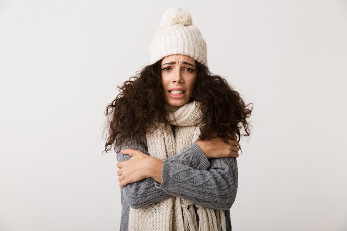 冷え性の女性の画像