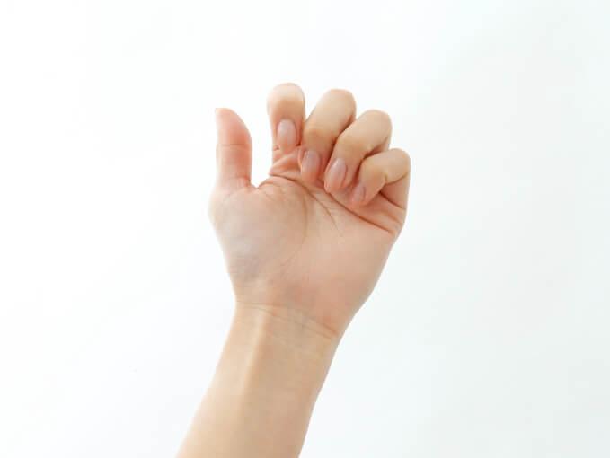 おでこマッサージの指