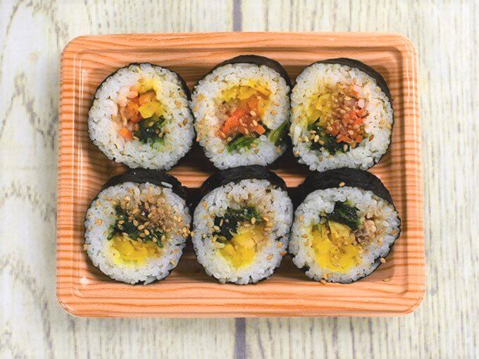容器を開けた「野菜を食べよう! キンパ(牛プルコギ巻&ナムル巻)」の画像