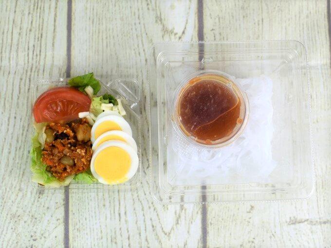 ふたを開けた「タコスミートのヌードルサラダ」の画像