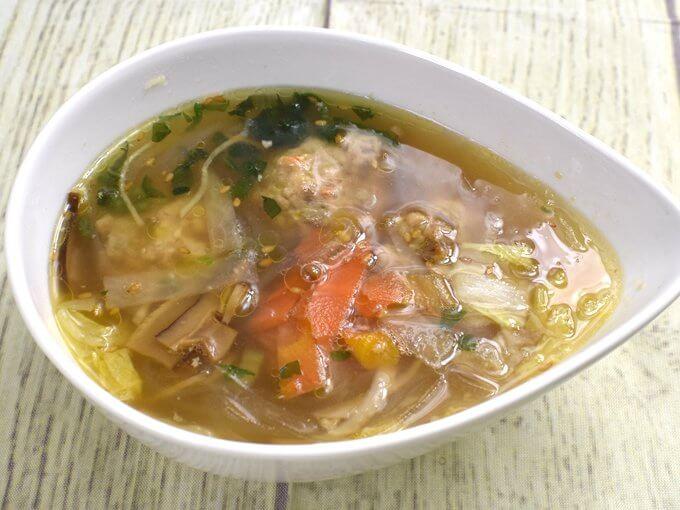 お皿に移した「ごぼうと蓮根のつくね入り和風スープ」の画像