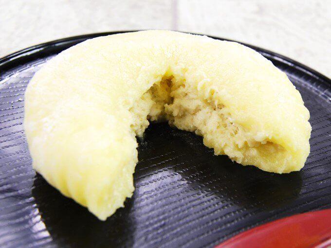 「もちとろ安納芋の生スイートポテト」を2つに割った画像