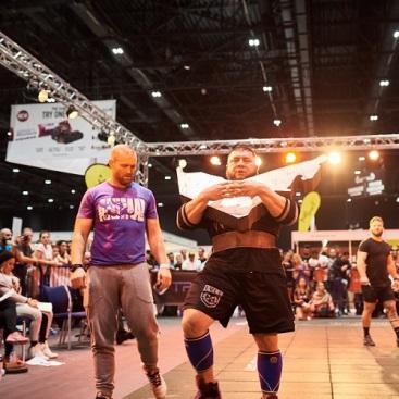 怪力自慢大会のようす © 2016 Dubai Muscle Show